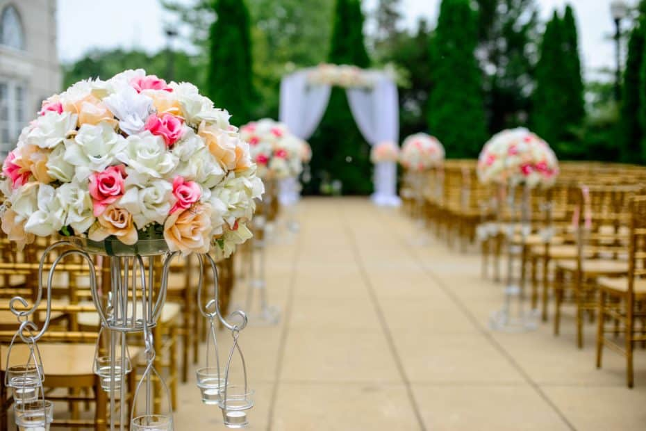 wedding white and pink isle flower arrangement